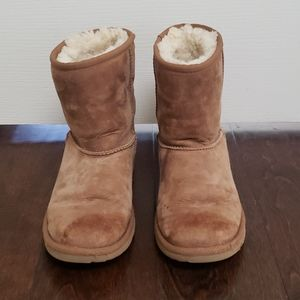 Girls UGG boots. Chesnut color. Size 4.